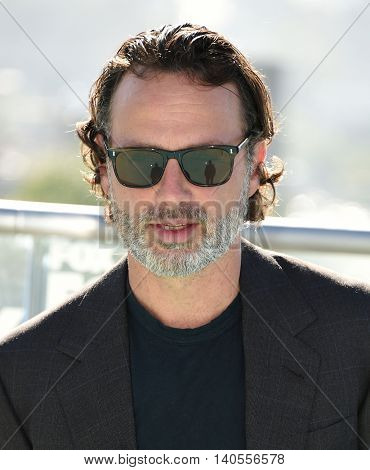 LOS ANGELES - JUL 22:   arrives to the Comic Con 2016 - The Walking Dead PhotoCall on July 22, 2016 in San Diego, CA