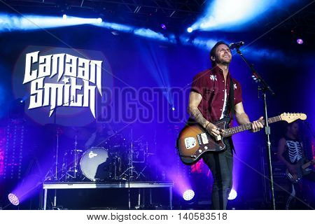FARMINGVILLE, NY-JULY 3: Canaan Smith performs at the 6th Annual Fest at the Pennysaver Amphitheater on July 3, 2016 in Farmingville, New York.