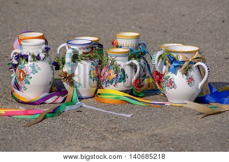 On the ground the laid-painted mugs from the moravian feasts with ribbons.