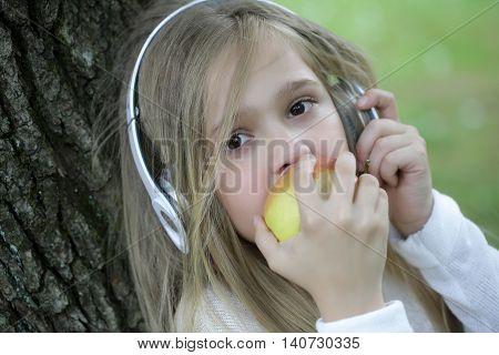 Small Girl In Music Hearphone