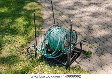 nice closeup view of gardening hose reel in the back yard