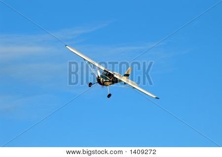 Cessna 140 On Final Approach