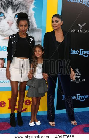 LOS ANGELES - AUG 1:  Ava Dash, Tallulah Dash, Rachel Roy at the