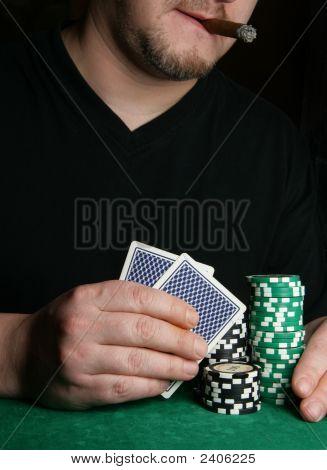 Mãos do leitor de cartão