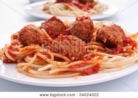 spaghetti with five meatballs in tomato sauce