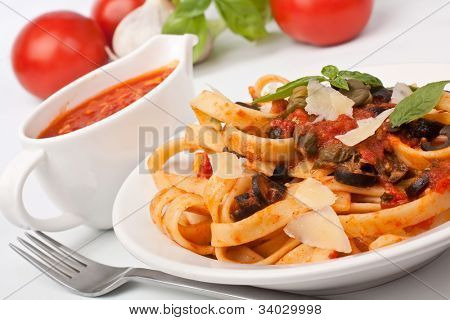Linguine pasta with fresh tomato puttanesca sauce, cheese and basil