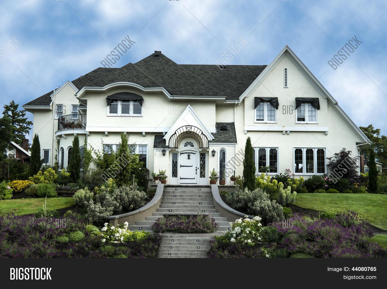 Buitenkant van wit stucwerk afbeelding en foto bigstock - Buitenkant thuis ...
