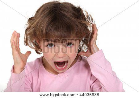 Uma criança gritando