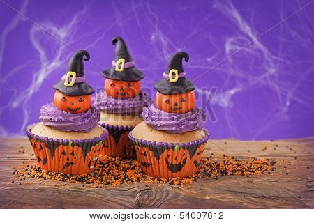 Halloween cupcake with pumpkins with witch hat