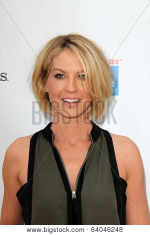 LOS ANGELES - APR 27:  Jenna Elfman at the Milk + Bookies Story Time Celebration at Skirball Center on April 27, 2014 in Los Angeles, CA