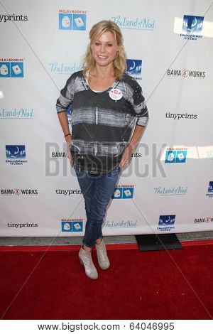 LOS ANGELES - APR 27:  Julie Bowen at the Milk + Bookies Story Time Celebration at Skirball Center on April 27, 2014 in Los Angeles, CA