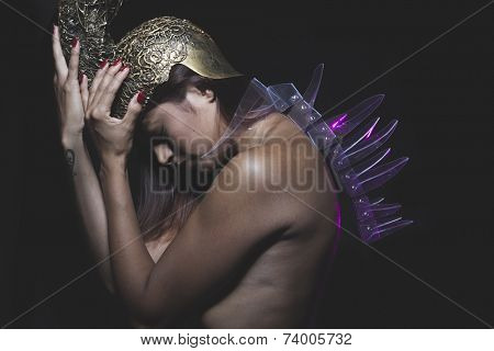 Thrones, Latino woman with golden glass helmet and armor