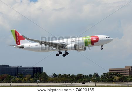 Tap Air Prtugal Passenger Jet Arrives In Miami