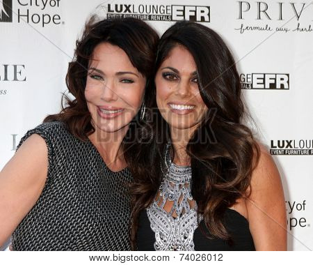 LOS ANGELES - OCT 15:  Hunter Tylo, Lindsay Hartley at the Sue Wong