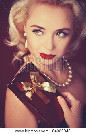 Pretty Blond Girl Model Like Marilyn Monroe With Gift