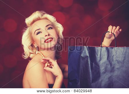Pretty Blond Girl Model Like Marilyn Monroe With Shopping Bag