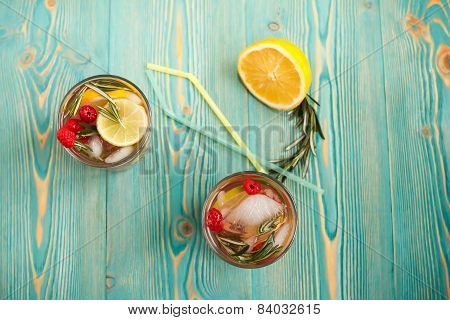 detox fruity water in two cups