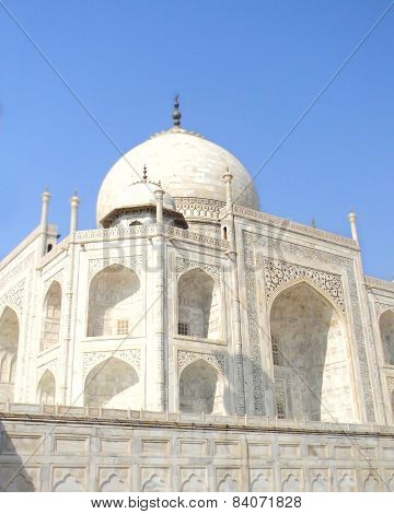 Taj Mahal mausoleum details