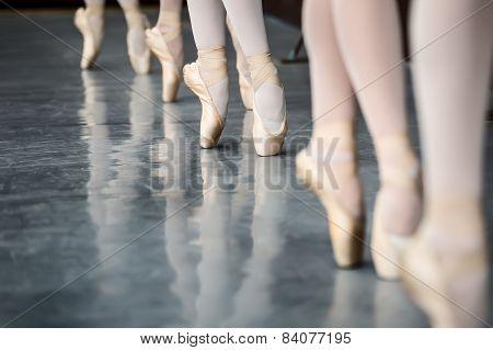 Legs dancers