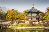 foto of seoul south korea  - Gyeongbokgung Palace and its grounds on a fine autumn day in Seoul - JPG