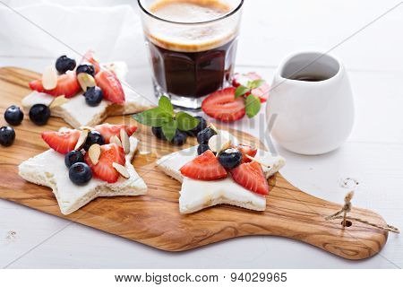 Star shaped sandwiches with berries and cheese