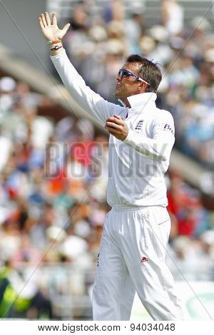 MANCHESTER, ENGLAND - August 01 2013: Graeme Swann gesticulates to a member of the public who was moving around distracting the batsman during day one of  the Investec Ashes 3rd test match