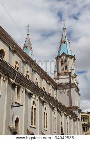 Twin Steeples Iglesia De San Alfonso, Cuenca, Ecuador