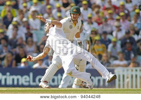 LONDON, ENGLAND - August 25: James Anderson catches the ball off his own bowling to dismiss David Warner during day five of the 5th Investec Ashes cricket match between England and Australia