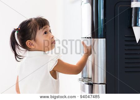 Little girl using machine