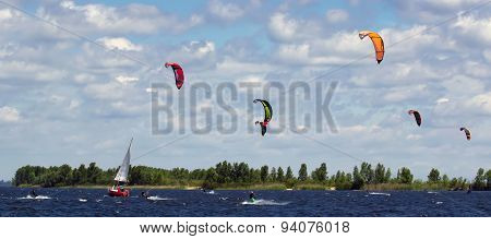 Many Kitesurfers