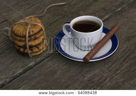 Coffee And Linking Of Oatmeal Cookies On The Right