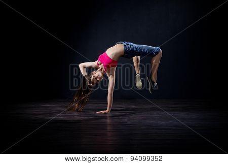 Young girl modern dancer (normal version)