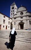 pic of nun  - Nun going to church in Zadar - JPG