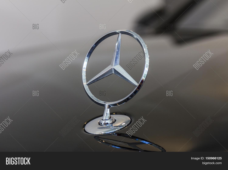 Indianapolis circa october 2016 mercedes benz standing for Mercedes benz hood ornament