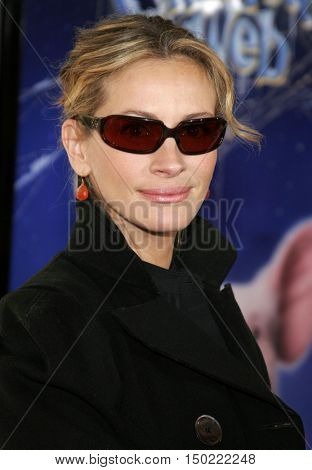 Julia Roberts at the Los Angeles premiere of 'Charlotte's Web' held at the ArcLight Cinemas in Hollywood, USA on December 10, 2006.