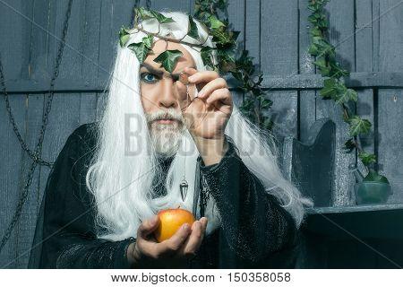 Zeus With Apple