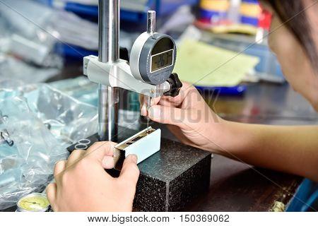 QC testing of e-cigarette box mod at factory