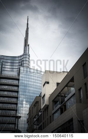 Milan skyscraper towers above other financial district buildings