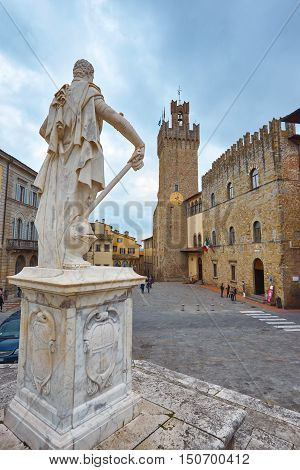 ITALY,AREZZO,ITALY-APRIL 18,2015:Arezzo cathedral and statue in front of Duomo