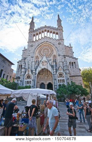 Soller Church Square And People