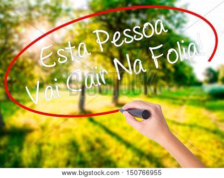 Woman Hand Writing Esta Pessoa Vai Cair Na Folia! (this Person Will Be At Carnaval In Portuguese) Wi