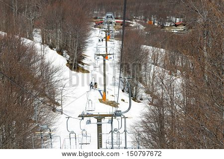 Vasilitsa, Greece-april 18, 2015: Ski Lift On The Slope Of A Big Ski Resort In Vasilitsa, Greece. La