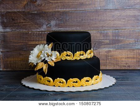 Wedding Gold And Black Cake And Cupcakes In Lace Wrappers