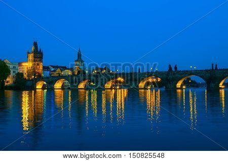 Viewing on Vltava river and Charles bridge at night