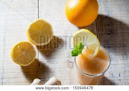 Fresh Lemonade With Ginger