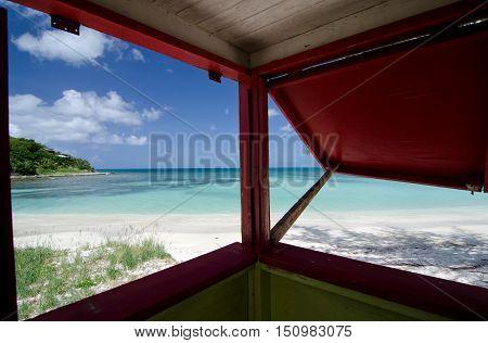 Colorful Shack On Beautiful Cocobay Beach - 3