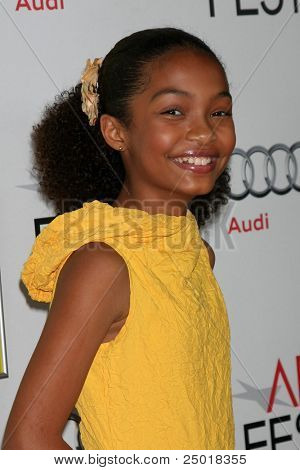 LOS ANGELES - NOV 6:  Yara Shahidi arrives at the