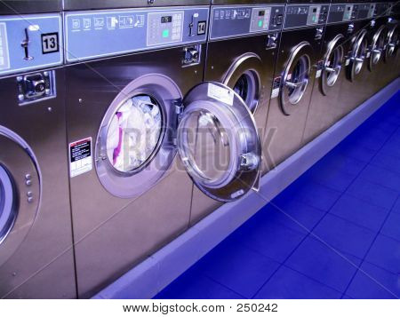 Washingmachines_laundromat