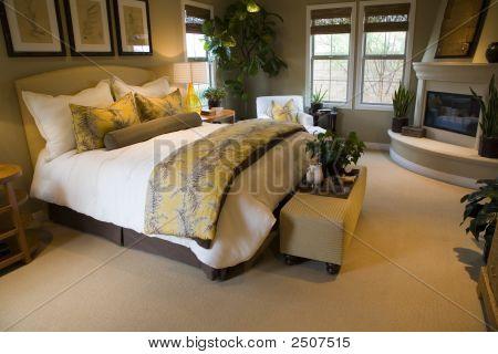 Bedroom 2739