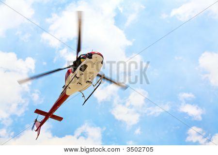 Helicóptero com piloto